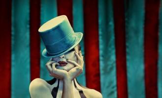 El tema de American Horror Story se pone pesado